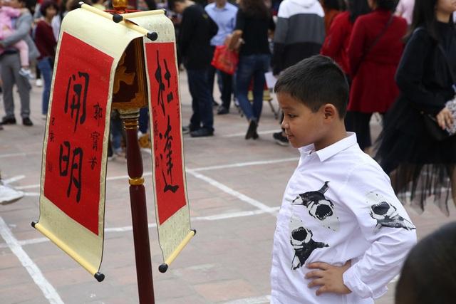 Hàng nghìn người dân đến Văn Miếu xin chữ đầu năm - 5