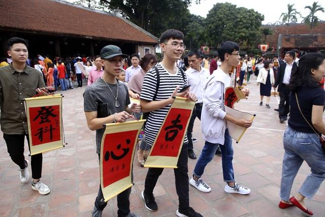 Hàng nghìn người dân đến Văn Miếu xin chữ đầu năm - 6