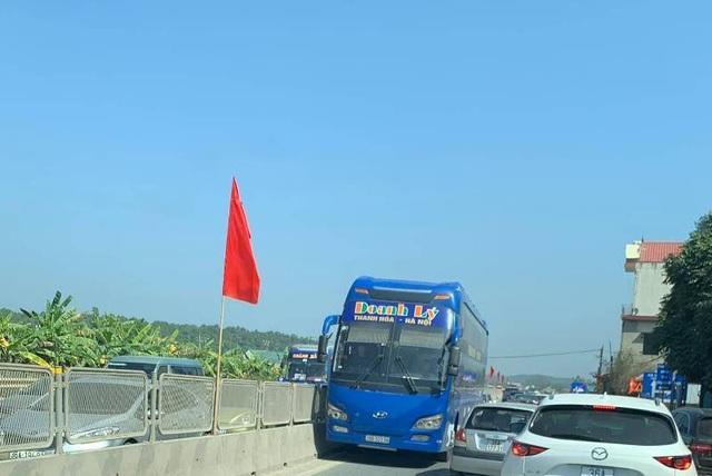 Tước giấy phép tài xế xe khách chạy ngược chiều trên quốc lộ - 1