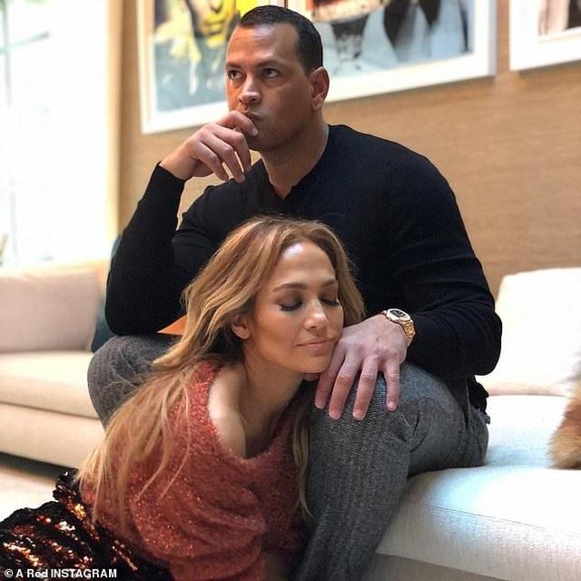 Jennifer Lopez khoe cơ bụng săn chắc sau khi cắt tinh bột 10 ngày - 7