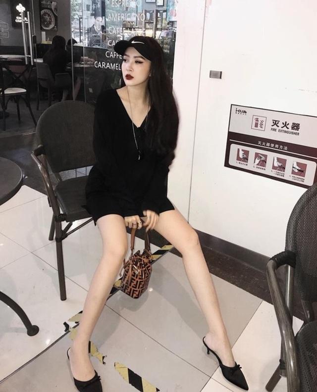 Em họ Hương Tràm: Thích mặc mốt giấu quần, trẻ đẹp gợi cảm không kém chị - 12..jpg