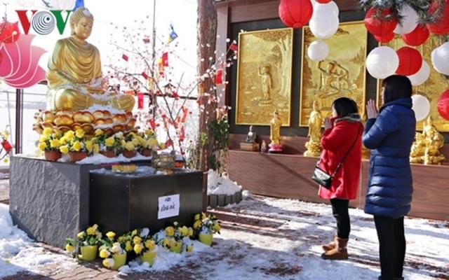 Gìn giữ phong tục đi lễ chùa đầu năm của người Việt tại Séc - 1