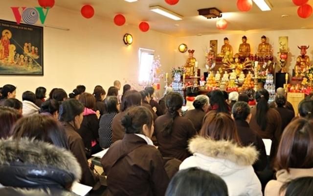 Gìn giữ phong tục đi lễ chùa đầu năm của người Việt tại Séc - 2