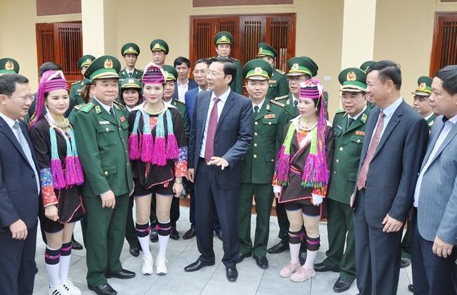 Tư lệnh Bộ đội Biên phòng dâng hương tưởng nhớ các anh hùng liệt sĩ Pò Hèn - Ảnh minh hoạ 5