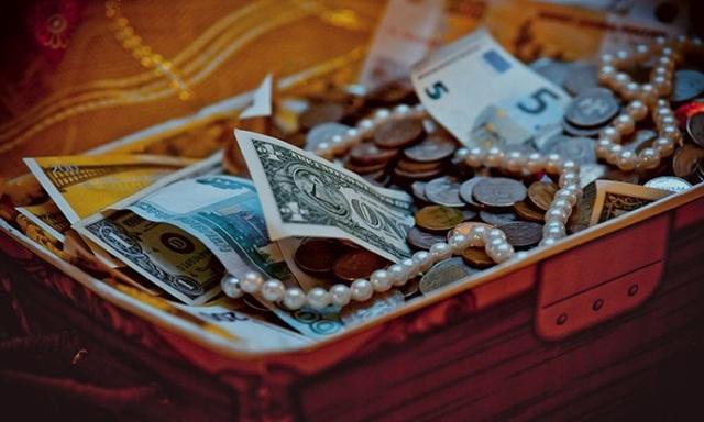 Mua hộp đồ cũ với giá bèo, bất ngờ vớ được kho báu triệu USD - 1
