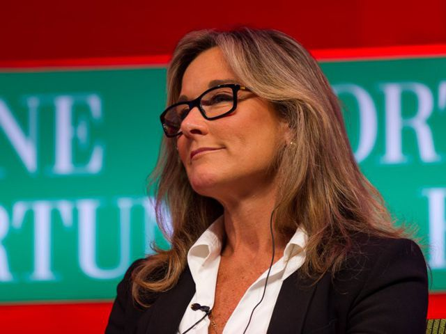 Nữ giám đốc không biết nhiều về công nghệ nhưng hưởng lương cao nhất tại Apple - 1