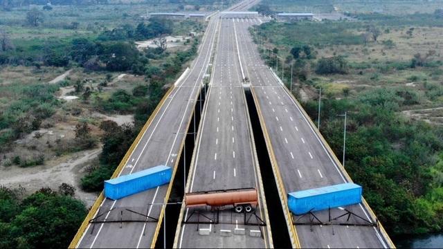 """Tuyên bố """"không phải ăn xin"""", Venezuela lập hàng rào chặn viện trợ nước ngoài - 1"""