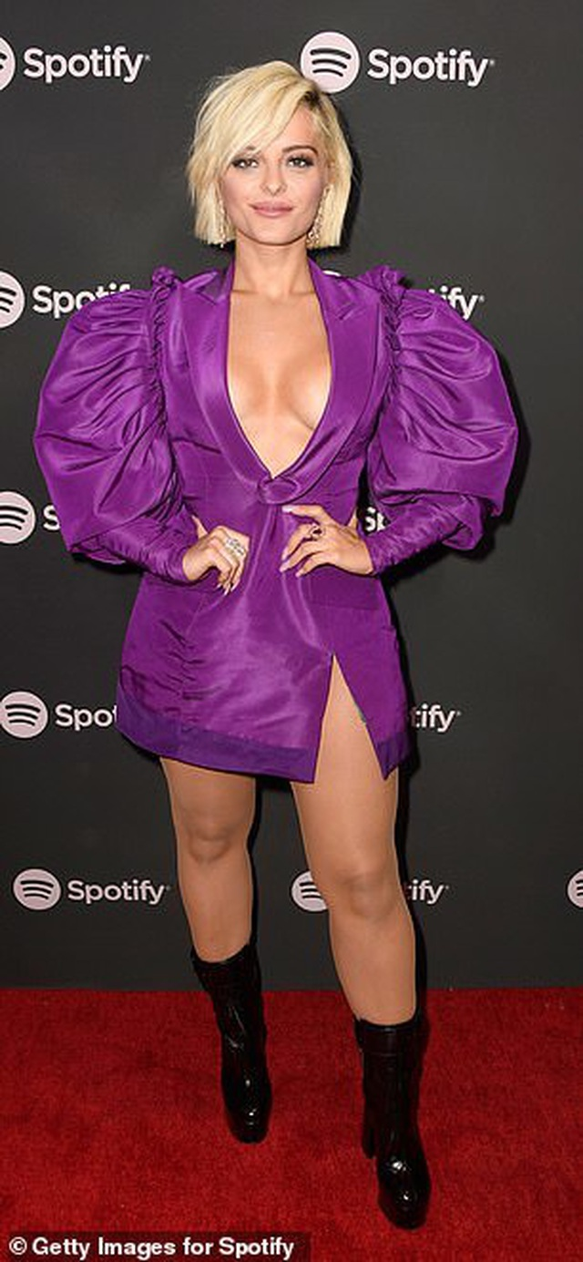 Bebe Rexha khoe ngực với váy xẻ sâu - 6