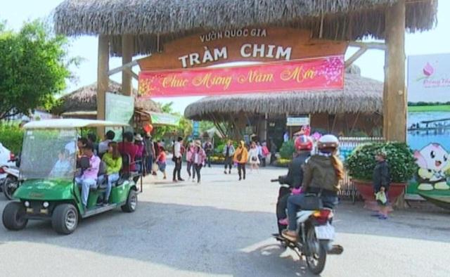 Phia truoc Khu DL Tram Chim.JPG