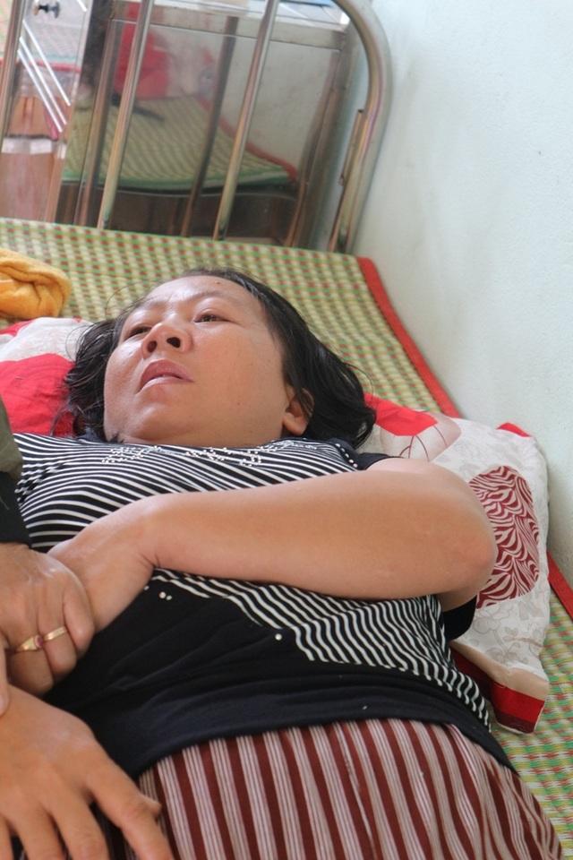 Vụ 6 học sinh đuối nước: Mẹ ung thư não khóc mong được đi tìm con - 2