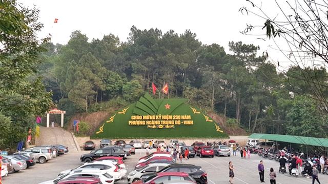 Hàng ngàn lượt du khách tới Đền thờ Hoàng đế Quang Trung ngày đầu xuân - 1