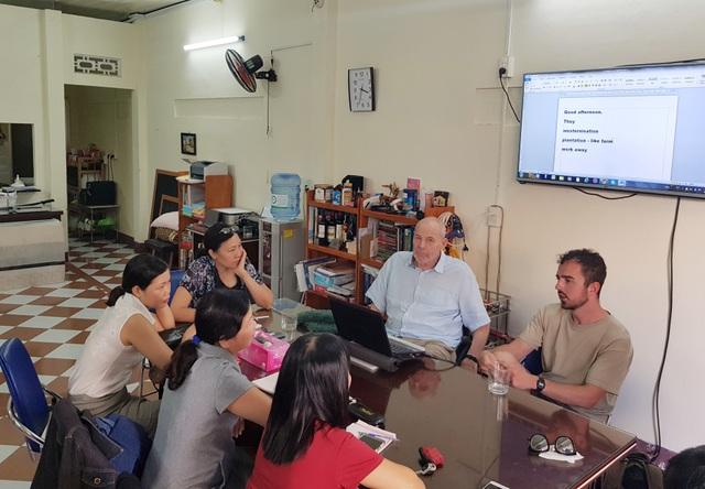 Ông giáo Mac Dougall, 10 năm dạy tiếng Anh miễn phí cho học sinh tại Việt Nam - 2