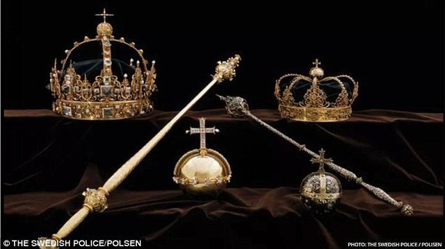 Những báu vật hoàng gia trị giá 7,2 triệu USD vừa được tìm thấy trong thùng rác.