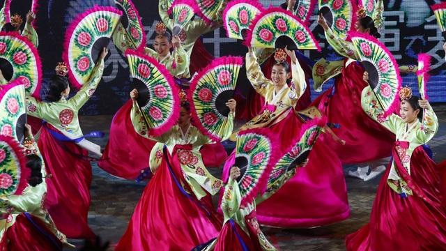Người Hong Kong ăn mừng năm mới như thế nào? - 13