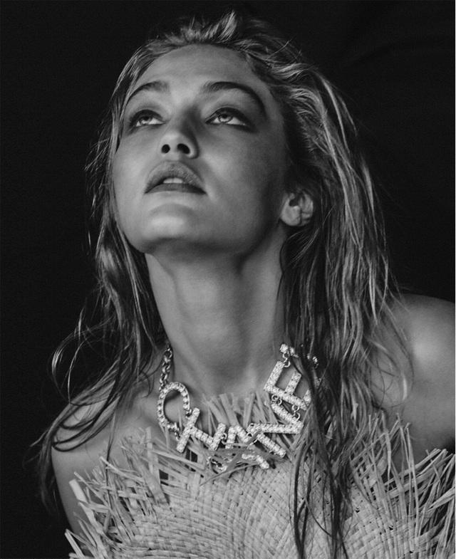 Gigi Hadid khoe thân ngọc  - 4