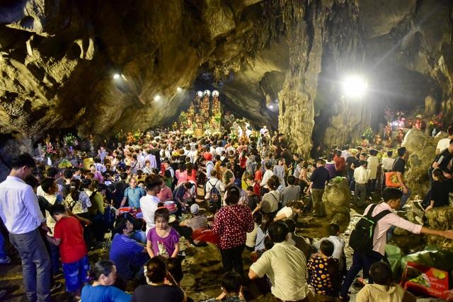 50.000 du khách đổ về chùa Hương ngày khai hội - 14