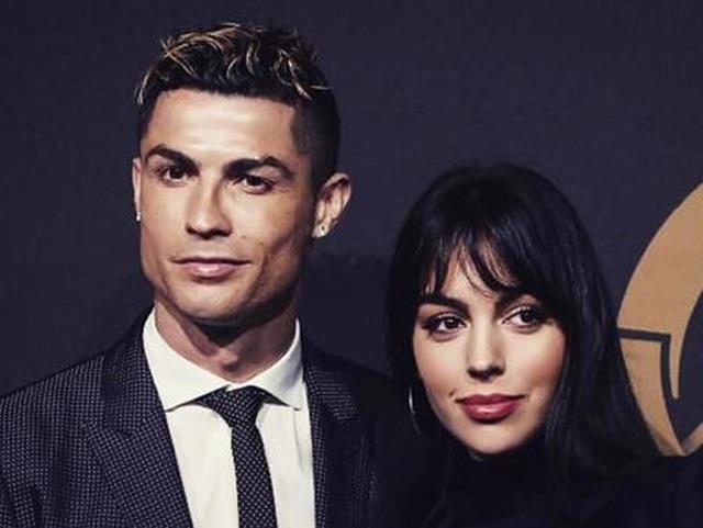 """Loạt bằng chứng cho thấy C.Ronaldo đang mê bạn gái như """"điếu đổ"""" - 8"""
