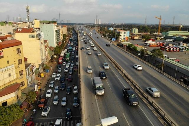 Đoàn xe ùn tắc hàng km ở cửa ngõ Hà Nội - 3