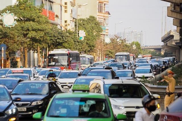 Đoàn xe ùn tắc hàng km ở cửa ngõ Hà Nội - 6