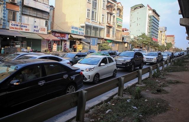 Đoàn xe ùn tắc hàng km ở cửa ngõ Hà Nội - 9