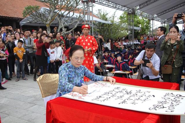 Hơn 500 học sinh giỏi dự lễ khai bút đầu xuân tại khu tưởng niệm vương triều Mạc - 5