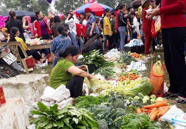 Mùng 6 Tết, đi phiên chợ chứng kiến màn ném cà chua - Ảnh minh hoạ 15