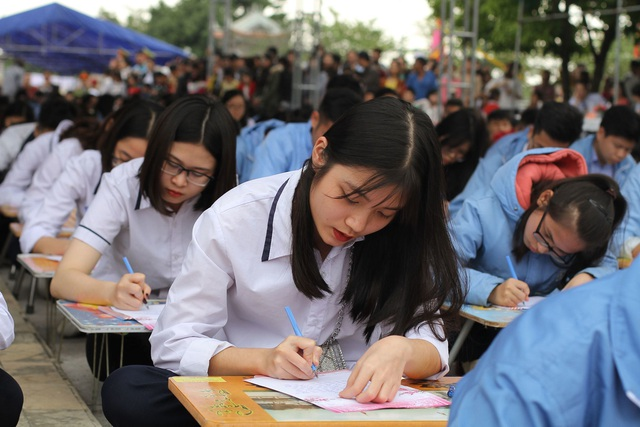 Hơn 500 học sinh giỏi dự lễ khai bút đầu xuân tại khu tưởng niệm vương triều Mạc - 1
