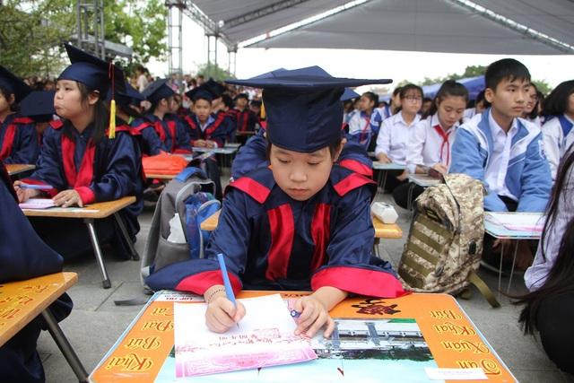 Hơn 500 học sinh giỏi dự lễ khai bút đầu xuân tại khu tưởng niệm vương triều Mạc - 2