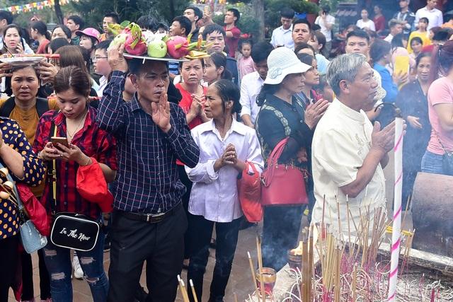 50.000 du khách đổ về chùa Hương ngày khai hội - 10