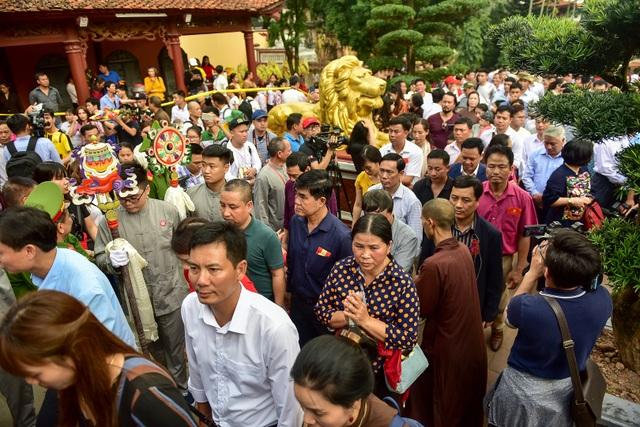 50.000 du khách đổ về chùa Hương ngày khai hội - 8