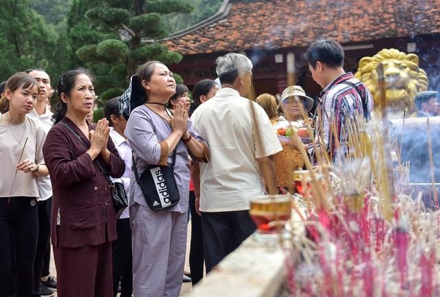 50.000 du khách đổ về chùa Hương ngày khai hội - 11