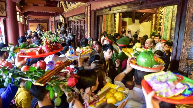 50.000 du khách đổ về chùa Hương ngày khai hội - 9