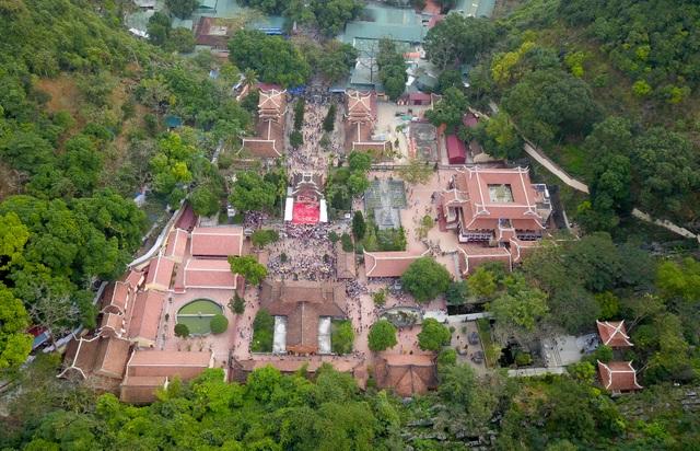 50.000 du khách đổ về chùa Hương ngày khai hội - 12