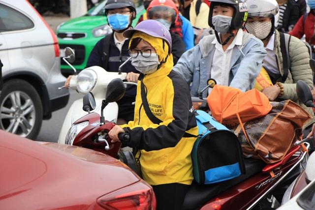 Tắc nghẹt đường về Hà Nội ngày mùng 6 Tết - 7