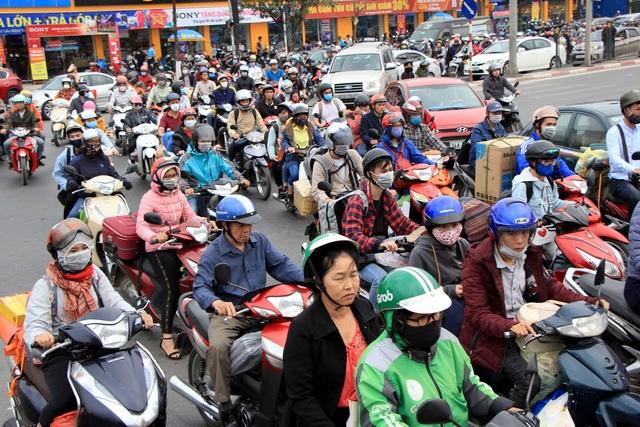 Tắc nghẹt đường về Hà Nội ngày mùng 6 Tết - 10