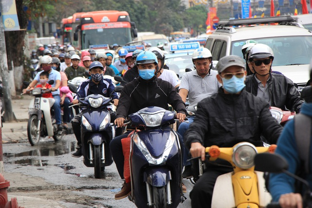 Tắc nghẹt đường về Hà Nội ngày mùng 6 Tết - 3