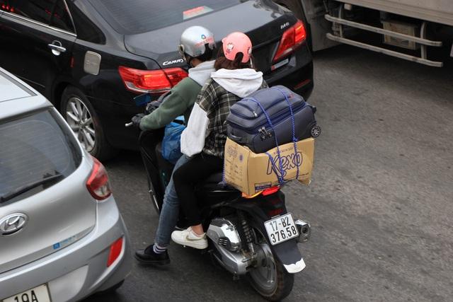 Tắc nghẹt đường về Hà Nội ngày mùng 6 Tết - 6