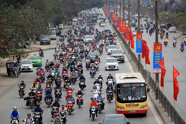 Tắc nghẹt đường về Hà Nội ngày mùng 6 Tết - 2
