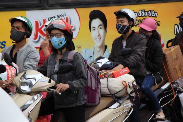 Tắc nghẹt đường về Hà Nội ngày mùng 6 Tết - 9