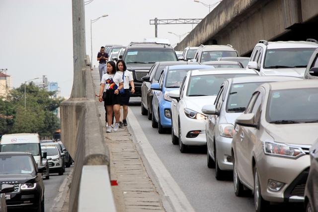 Tắc nghẹt đường về Hà Nội ngày mùng 6 Tết - 14