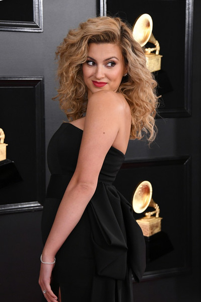 Người đẹp lộng lẫy váy áo trên thảm đỏ Grammy 2019 - 24