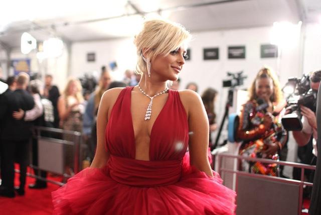 Người đẹp lộng lẫy váy áo trên thảm đỏ Grammy 2019 - 15