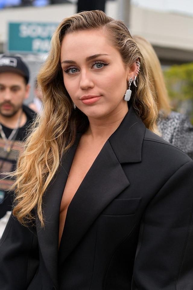 Người đẹp lộng lẫy váy áo trên thảm đỏ Grammy 2019 - 27