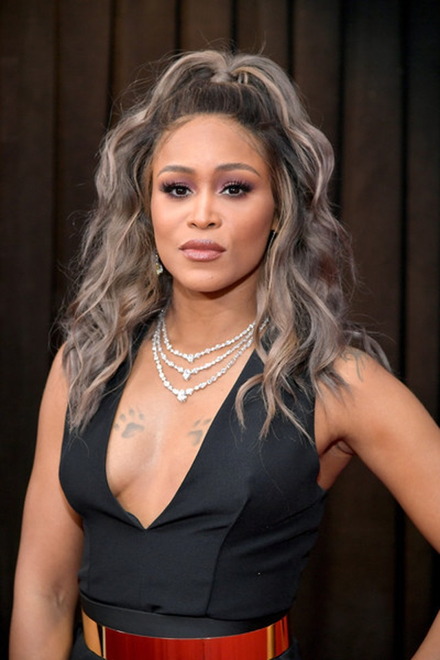 Người đẹp lộng lẫy váy áo trên thảm đỏ Grammy 2019 - 33