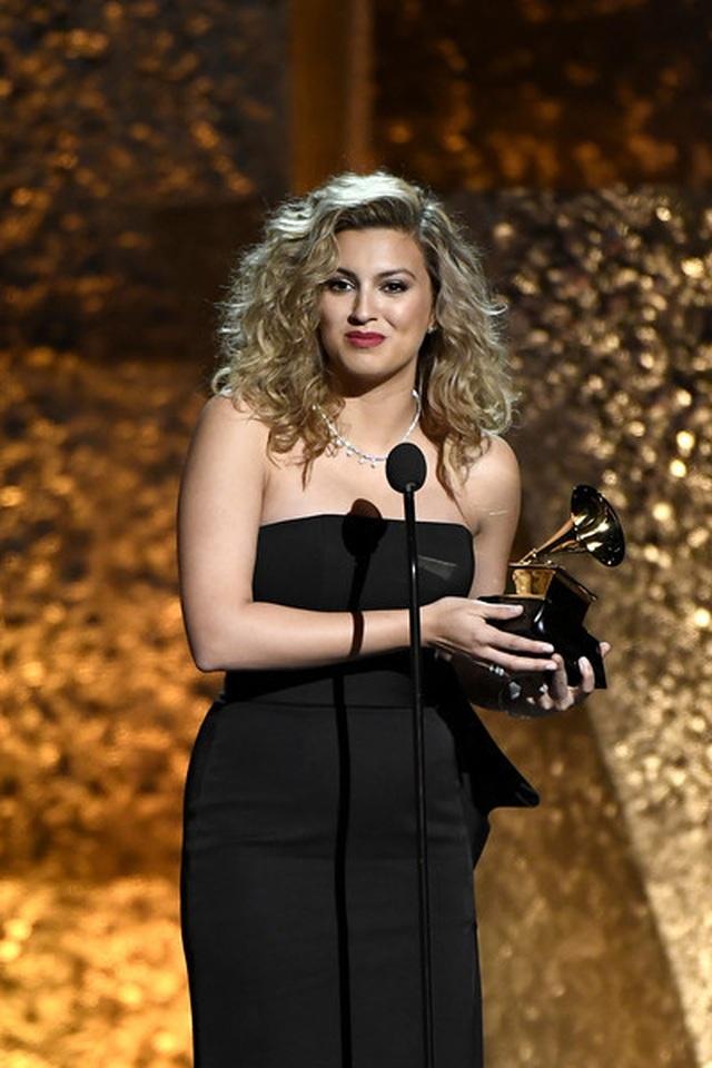 Người đẹp lộng lẫy váy áo trên thảm đỏ Grammy 2019 - 1