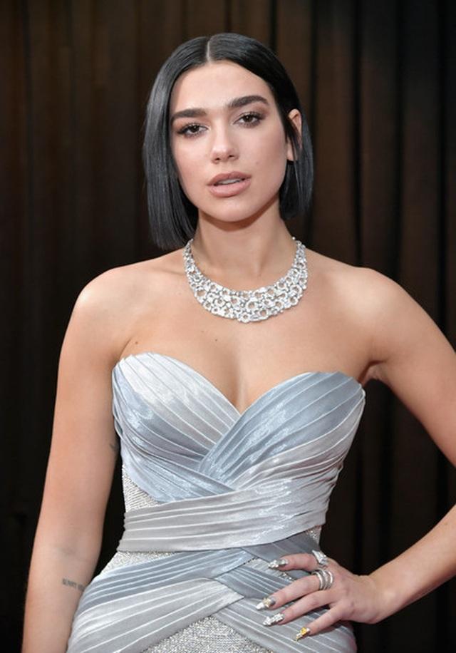 Người đẹp lộng lẫy váy áo trên thảm đỏ Grammy 2019 - 30