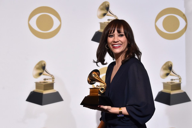 Người đẹp lộng lẫy váy áo trên thảm đỏ Grammy 2019 - 2