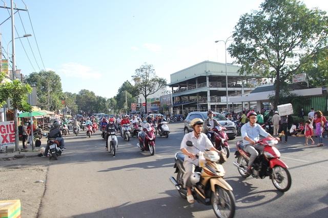 Đường phố Sài Gòn thênh thang đến lạ trong ngày làm việc đầu năm - 7