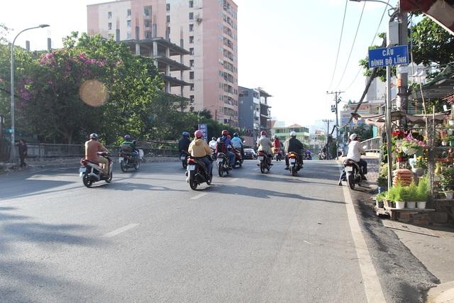 Đường phố Sài Gòn thênh thang đến lạ trong ngày làm việc đầu năm - 9