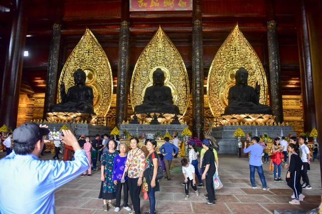 Hàng nghìn người đổ về ngôi chùa chưa xây xong ở Hà Nam - 12